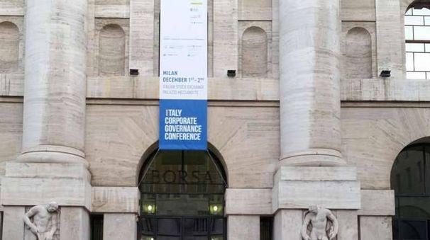 Borsa:male Milano,boom diritti Unicredit