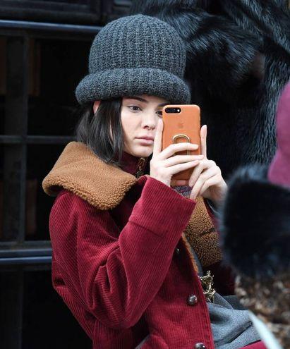 Kendall Jenner in attesa di sfilare