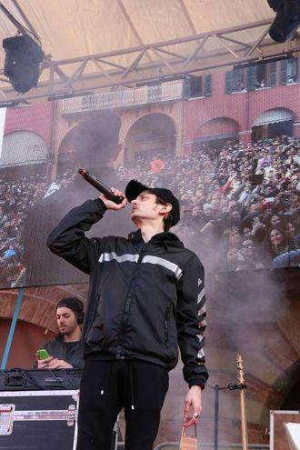 Carnevale di Cento, Rovazzi sul palco (foto Andrea Samaritani)