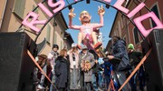 Carnevale di Cento, la famiglia Pantani sul carro dedicato al Pirata (foto Gianfranco Nepitelli)