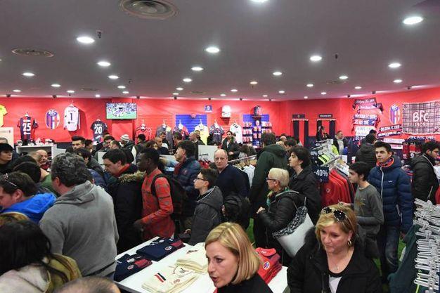 Il nuovo temporary store del Bologna al Centro Borgo (Schicchi)
