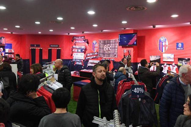 Chiuso lo store del Bologna in Galleria Cavour, è l'unico negozio rossoblù fuori dallo stadio (Schicchi)