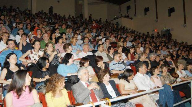 La platea del teatro De Sica di Peschiera Borromeo