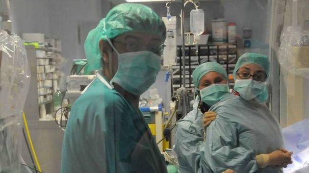 Il dottor Bruno Murzi in sala operatoria