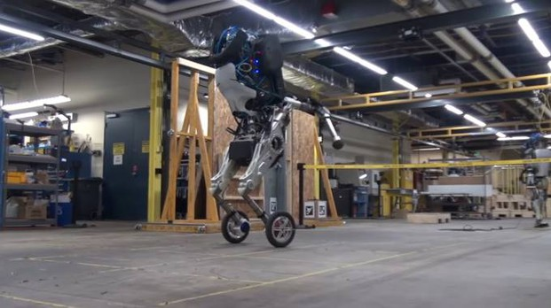 Handle, in robot bipede con le ruote (Foto: Boston Dynamics/YouTube)
