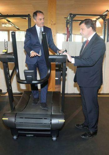 Nerio Alessandri accompagna in visita il ministro Calienda (foto Ravaglia)