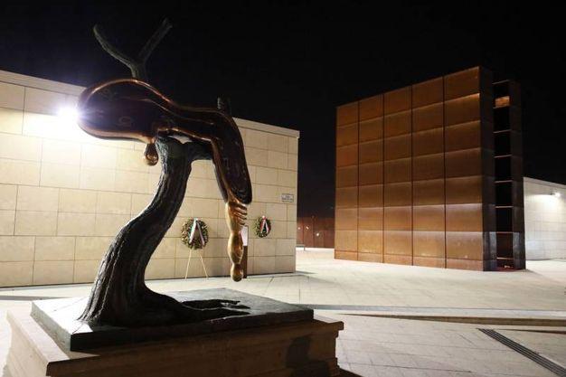 Profilo del tempo, l'opera monumentale al monumento della Shoah (foto Schicchi)