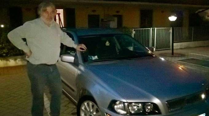 Pietro Pagnoncelli con la Volvo di Massimo Bossetti (De Pascale)