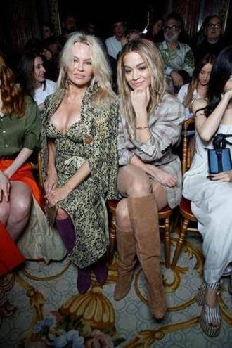 Pamela Anderson e Rita Ora ospiti alla sfilata