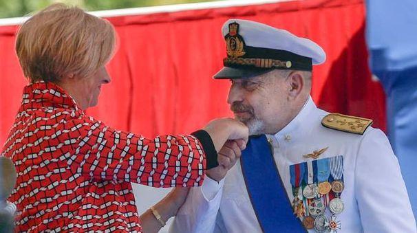 Il ministro Roberta Pinotti e l'ammiraglio Giuseppe De Giorgi nel luglio del 2016