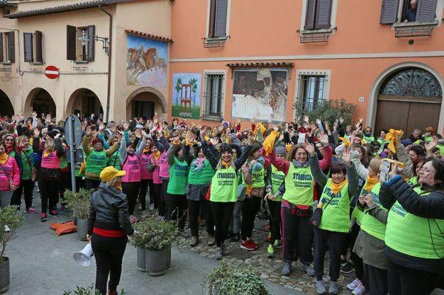 """L'evento è stato organizzato dal gruppo di donne """"Rina e le sue amiche"""" (foto Isolapress)"""