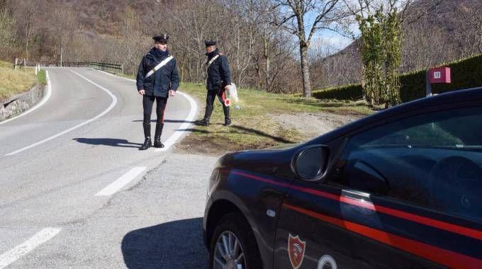 Carabinieri ad Asso per l'omicidio di un 26enne