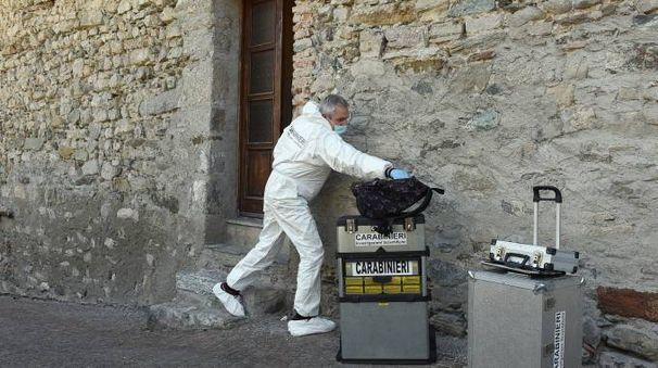 Omicidio ad Asso, i rilievi dei carabinieri (Cusa)