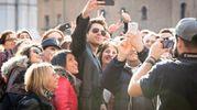 Tanti i fan dell'ispettore, alias Giampaolo Morelli, che non hanno perso l'occasione per un selfie collettivo (Massimo Paolone)