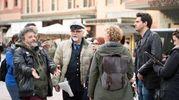Ecco le riprese in piazza Maggiore dell'sipettore più amato dalla città (Massimo Paolone)