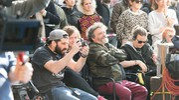 Morelli e la troupe hanno girato in piazza Maggiore dalle 9,30 al primo pomeriggio (Massimo Paolone)