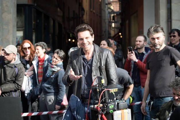 Tanti i curiosi che hanno assistito alle riprese (Massimo Paolone)