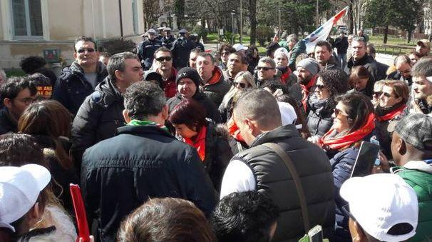 Fabriano, la protesta degli operai Tecnowind (foto Di Marco)