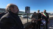Il fratelli di Annarita Curina, Michele e Renata, alla scopertura della targa (Fotoprint)