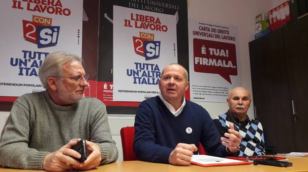 Claudio Renzetti (al centro), segretario Cgil Grosseto
