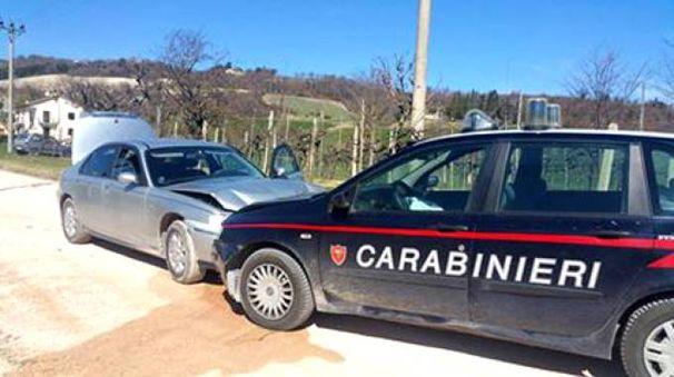 Pergola, carabinieri speronano auto dei ladri