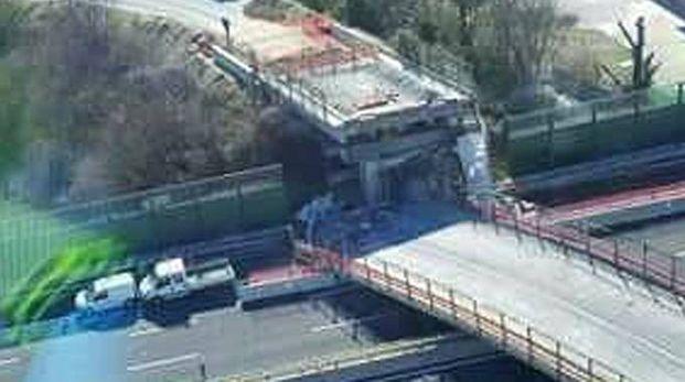 Ancona, il ponte crollato in autostrada (Ansa)
