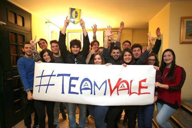 Valerio Braschi festeggia con gli amici la vittoria della sesta edizione di Masterchef (Foto Petrangeli)