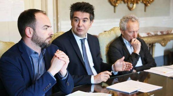 Il sindaco Manca tra il suo assessore Tronconi e il dirigente Area Pianificazione, Michele Zanelli