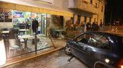 L'auto davanti al dehor devastato (foto Ravaglia)