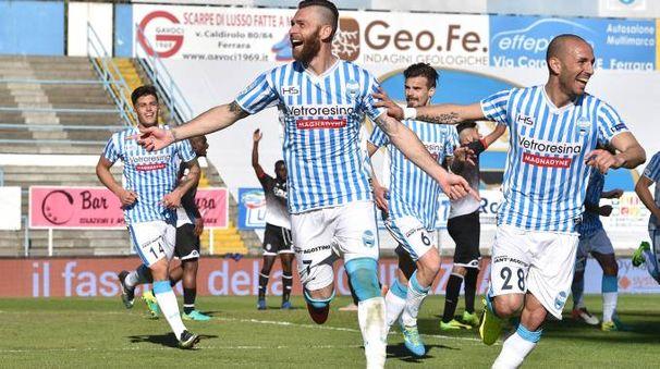 Spal-Cesena, l'esultanza dopo il gol di Antenucci (LaPresse)