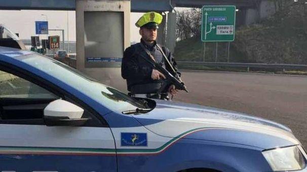 La polizia stradale in azione contro la piaga dei ladri