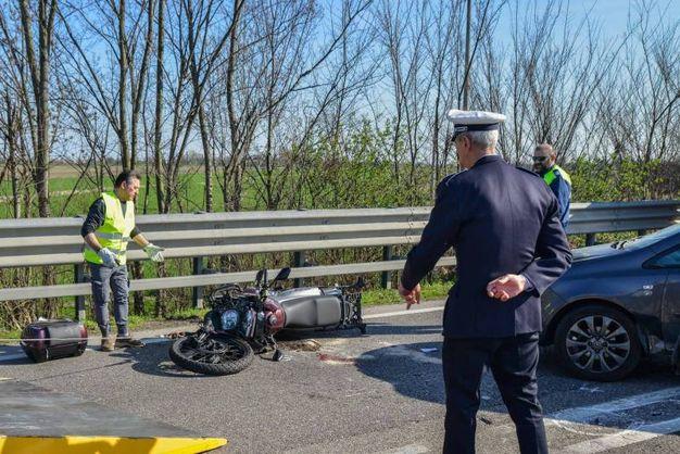 I rilievi dopo l'incidente (Foto Donzelli)