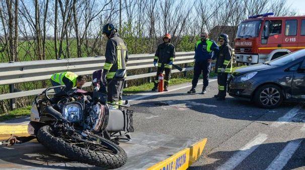 Rovigo, scontro mortale fra auto e moto (Foto Donzelli)