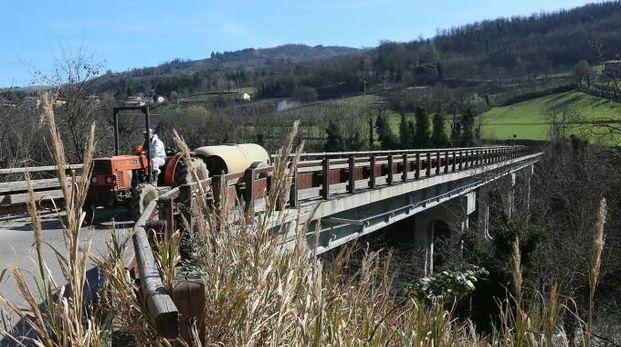 Il ponte sotto la lente (foto Isolapress)