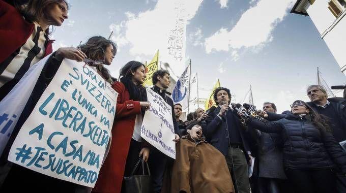 Biotestamento, manifestazione dell'associazione Luca Coscioni (Ansa)