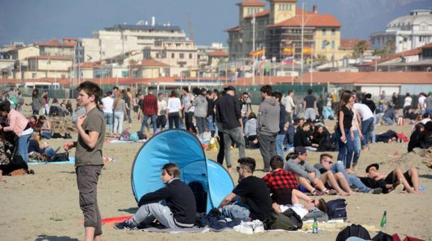 La spiaggia di Viareggio (Umicini)