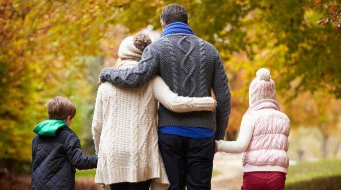 Famiglia, genitori e figli: foto generica (Istock)