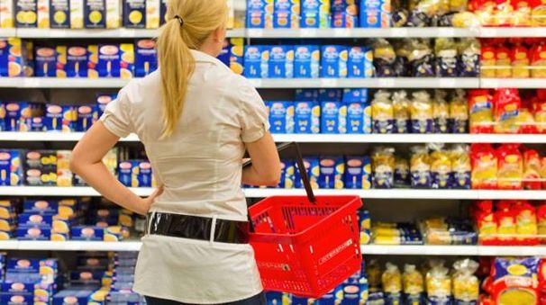 Il giudizio degli altri pesa nella scelte dei prodotti eco - foto McPhoto/Bilderbox/Alamy