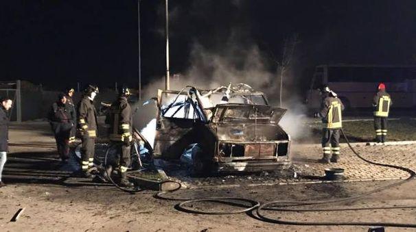 Sant'Elpidio a Mare, camper esplode davanti allo stadio