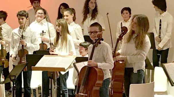 Bruno Silvek tra gli altri giovani musicisti