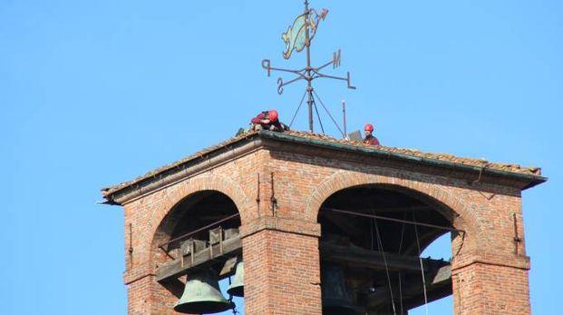 Torre delle Ore, l'intervento dei vigili del fuoco (Alcide)