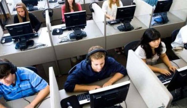 Un call center come quello di Telefono amico