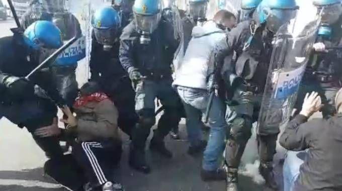 Alcar Uno, gli scontri del 16 marzo (foto Gagliardelli)