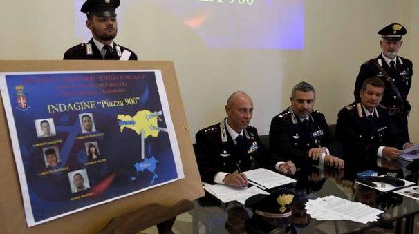 Operazione 'Piazza 900' dei carabinieri a Tesigallo (foto Businesspress)