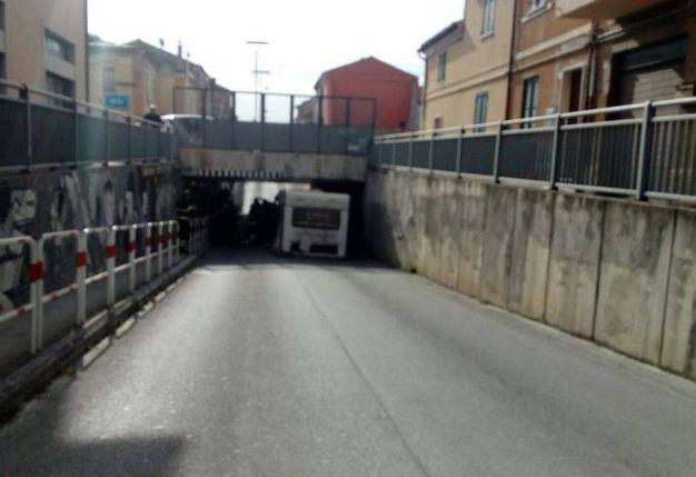 Il sottopasso di via Marconi dove è andato a sbattere il camper (Foto Binci)