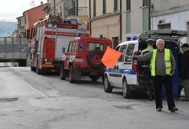 Traffico deviato nei pressi del sottopasso interessato all'incidente (Foto Binci)