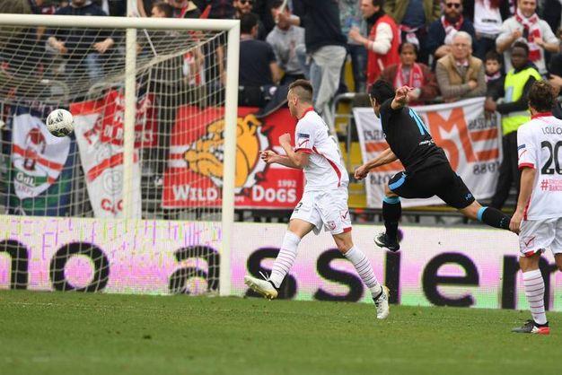 Il gol dello 0-3 di Floccari (foto LaPresse)