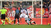 Il gol di Lasagna dell'1-3 (foto LaPresse)