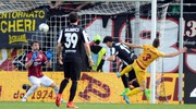 Il gol della vittoria di Orsolini (foto LaPresse)
