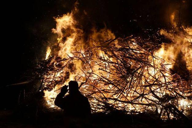 Le fogheracce vengono accese in Romagna la notte di San Giuseppe (petrangeli)